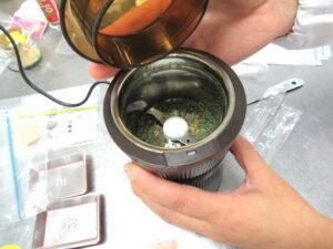 ミルでドライ野菜の粉末作成